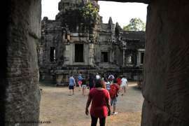 Foreign students are visiting the Angkor Wat temple in Siem Reap, Cambodia