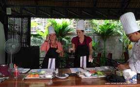 Tourists in the Cooking Class in Siem Reap