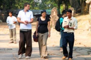 Are there French/Spanish/Italian speaking guides in Siem Reap?